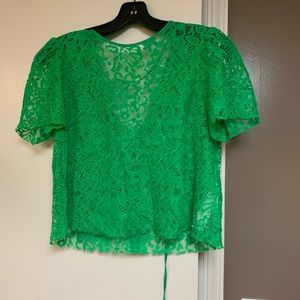 Lace short sleeve crop top
